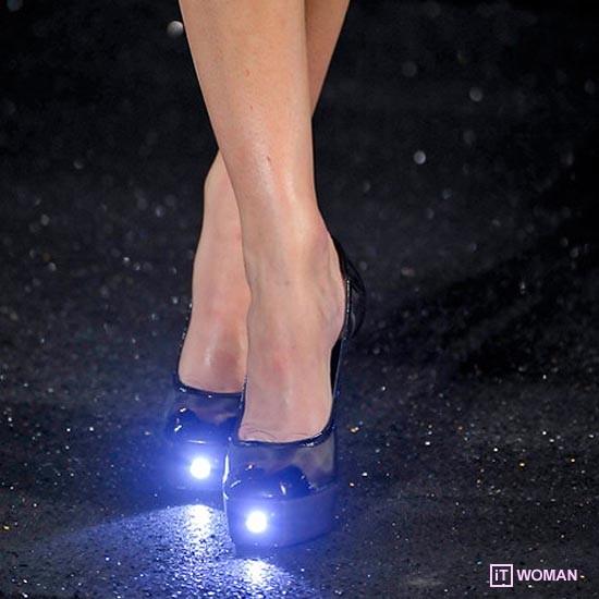 Светящаяся обувь от Chanel
