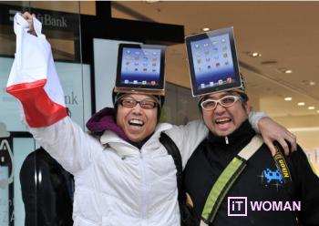 NEW IPAD нарасхват! Люди ночуют под магазинами Apple