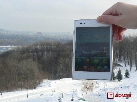 LG Optimus Vu в руках продвинутой девушки :)