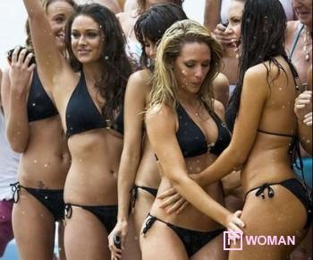 Девушки в бикини установили новый рекорд!