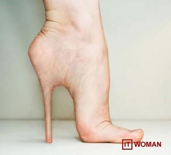 Женщина вставила имплантанты каблуков в ноги