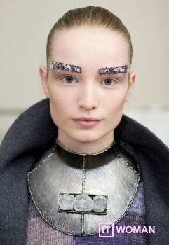 Драгоценные брови от Chanel