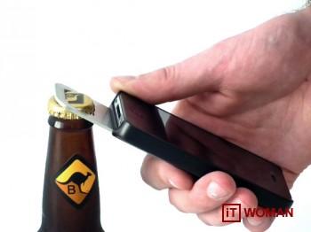 Уникальный чехол для iPhone 4 с открывалкой для пива