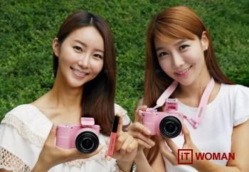 Покупай розовую камеру Samsung NX1000 и получай подарки