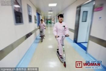 В больницах медсестры катаются на скутерах