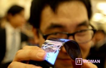 Samsung представляет гибкие смартфоны в 2013 году!