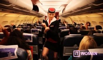 Бортпроводники Air Malta дают инструкции по технике безопасности в Gangnam Style